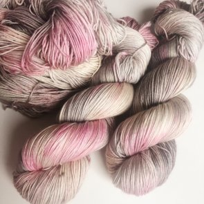 4ply Silkie / Flow Yarns Luxury / 105