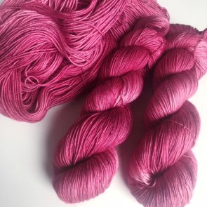 4ply Silkie / Flow Yarns Luxury / 106