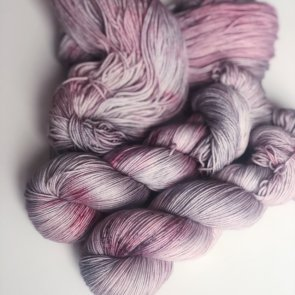 4ply Silkie / Flow Yarns Luxury / 107
