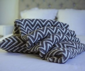 Blankets / Plaids / Bedspreads small - Chevron