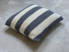 Knitted Pillow - Pea Pattern Stripes